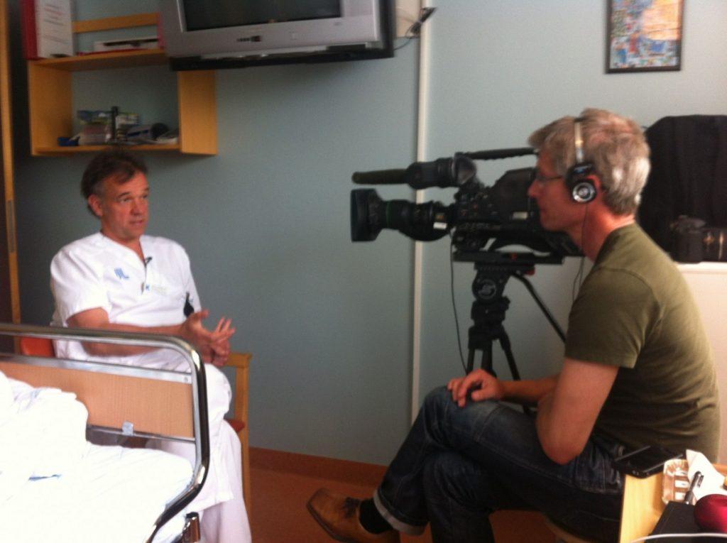 Anders Leines i NRK Puls intervjuer professor Hans Hägglund på Karlolinska i 2012